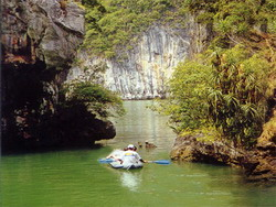 halong kayak, kayaking ha long bay, halong adventure, ha long cruise, ha long trips
